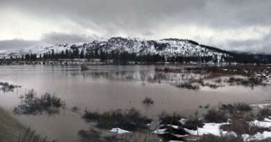 Feather River is at major flood stage