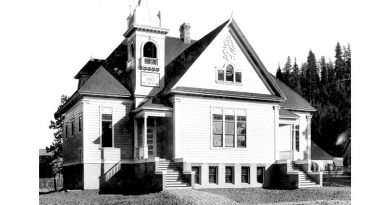 School district still considering options for old schoolhouse