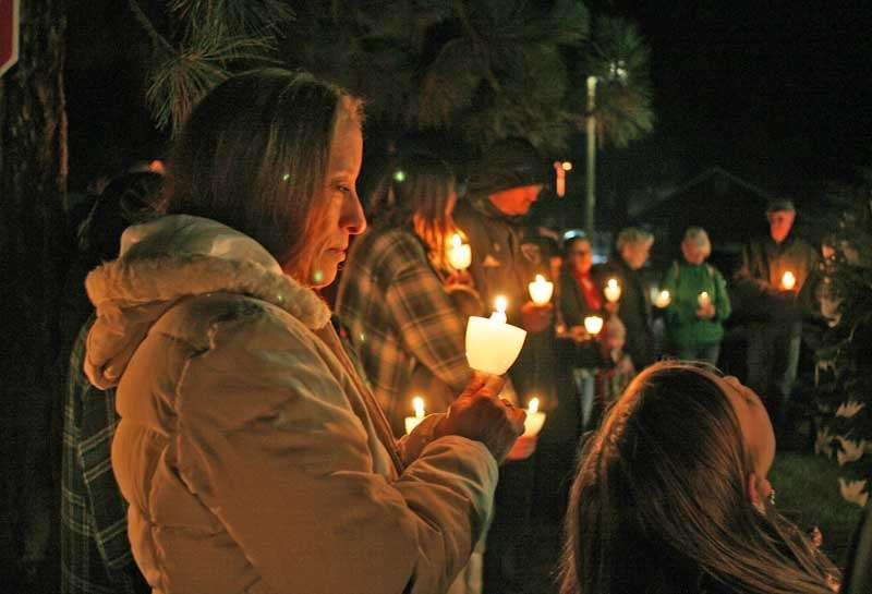 The opening ceremony of Sierra Hospiceu0027s 31st annual Memorial Tree Lighting ceremony Saturday Nov. 18 includes candle lighting and the naming of those ... & Hospice lights Memorial Tree - Plumas News