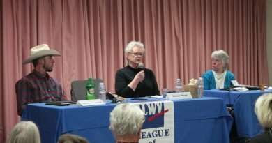 Candidates talk with Lake Almanor community
