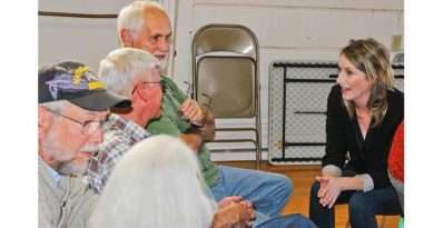 Congressional candidate Denney greets Quincy, Loyalton voters on recruitment stop